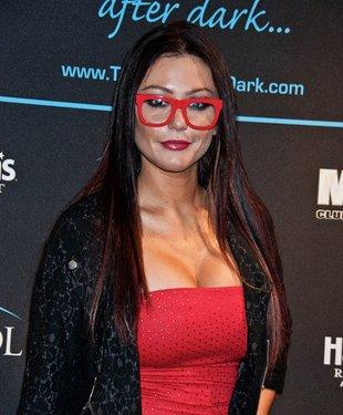 Jenni Farley – co ma większego: biust czy okulary?