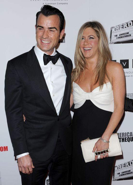 Szczęśliwa Jennifer Aniston ze swoim gigantycznym brylantem