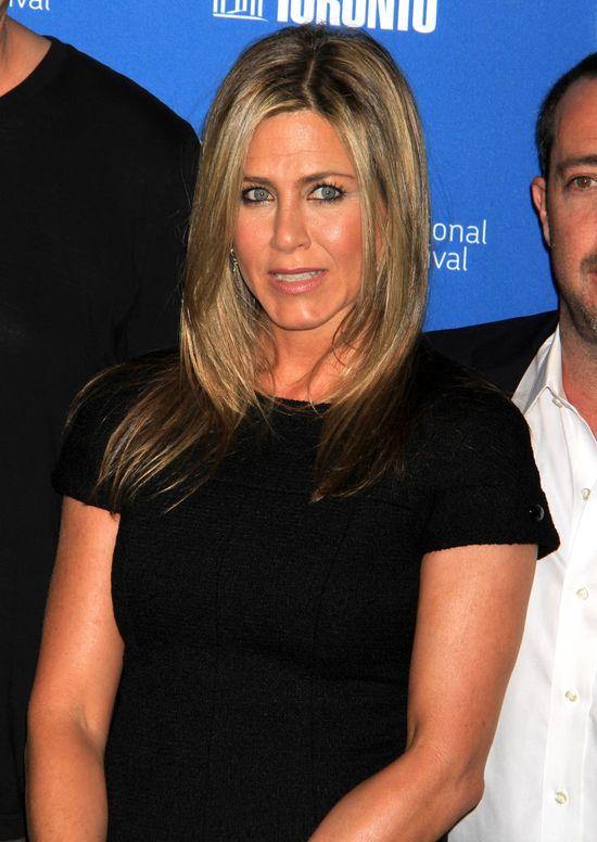 Jennifer Aniston maluje się 10-letnią szminką?