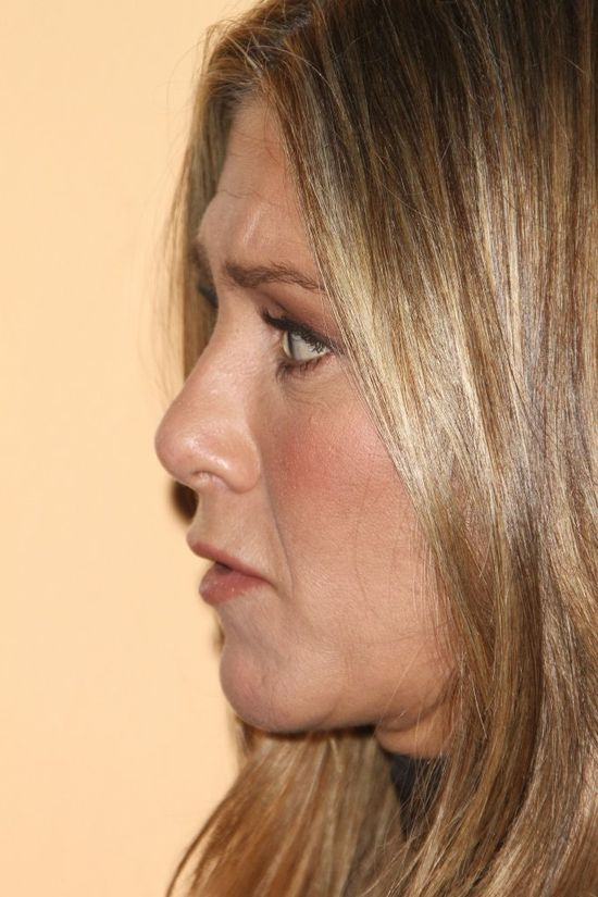 Jennifer Aniston założyła dzwony! (FOTO)