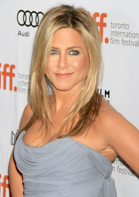 Jennifer Aniston jest brunetk� i wygl�da �LE! (FOTO)