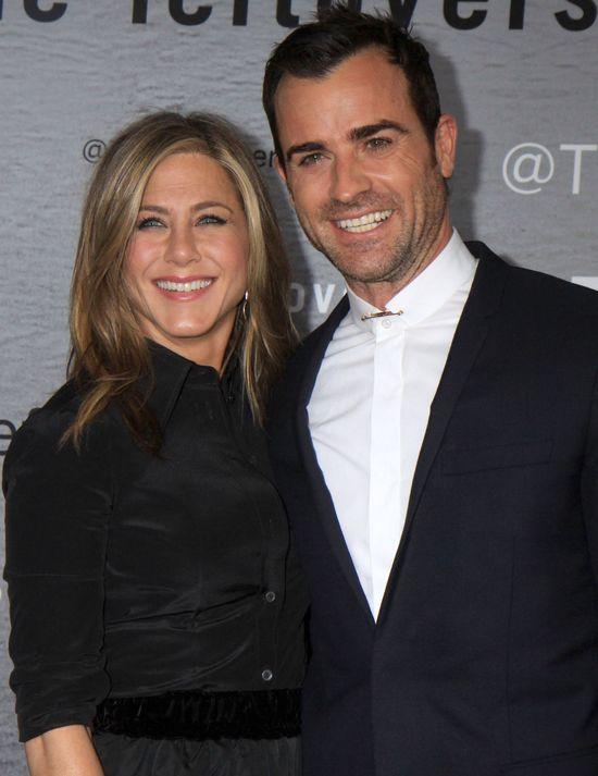 Jennifer Aniston i Justin - mi�o�� kwitnie na salonach