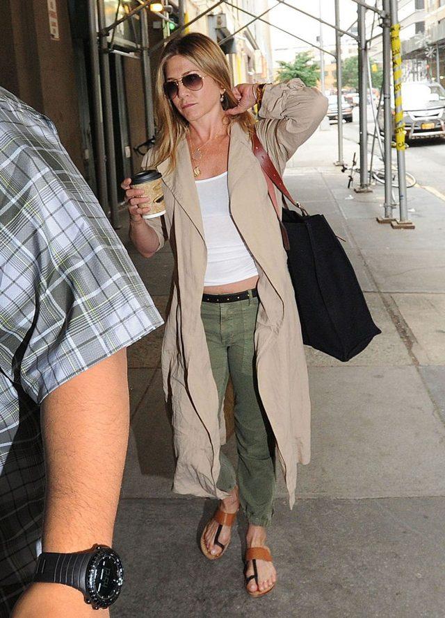 Te zdjęcia Jennifer Aniston wcale nie uciszą plotek o ciąży (FOTO)