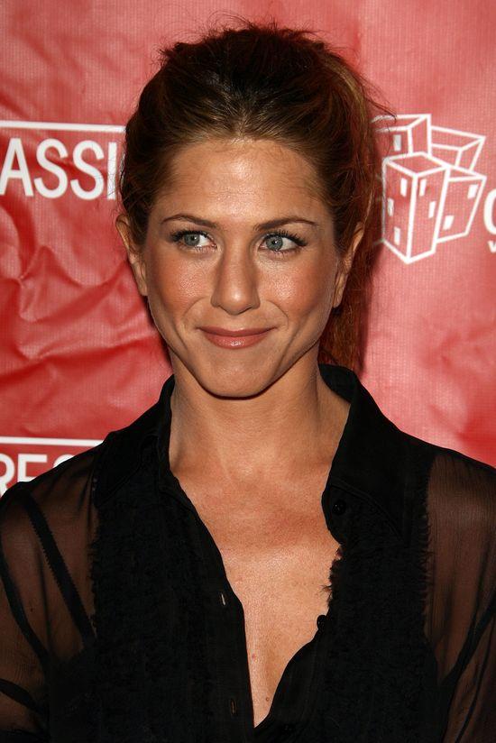 Dlaczego Jennifer Aniston jest łysa?! (FOTO)