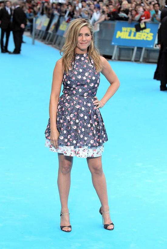 Jennifer Aniston założyła TAPETĘ w kwiatki (FOTO)