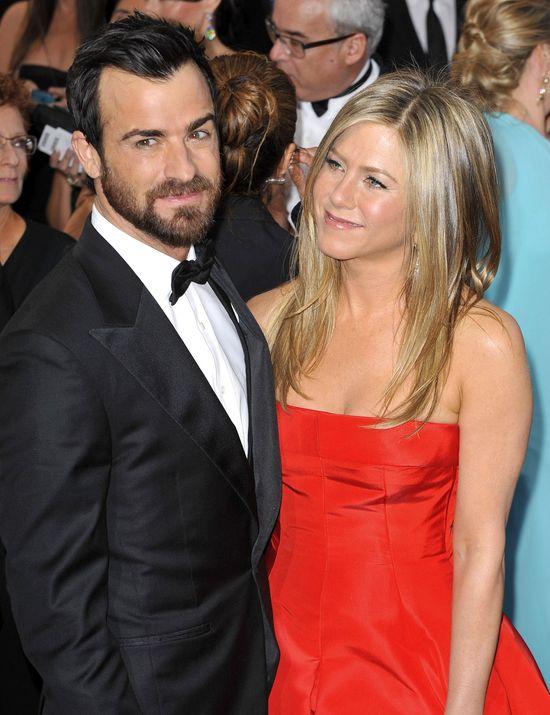 Jennifer Aniston i Justin Throux przek�adaj� �lub