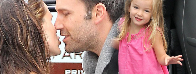 Czułości Garner i Afflecka. A córeczka pozuje! (FOTO)