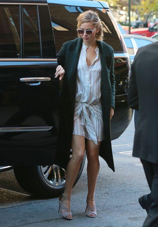 Śmieją się z Jennifer Lawrence, że wyszła w piżamie (FOTO)