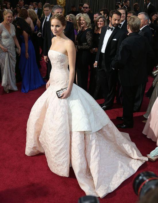 Oscar Jennifer Lawrence stoi w domu jej rodziców