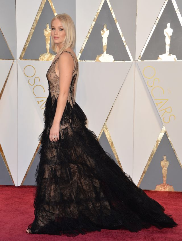Poczujesz zaw�d, gdy zobaczysz sukni� Jennifer Lawrence