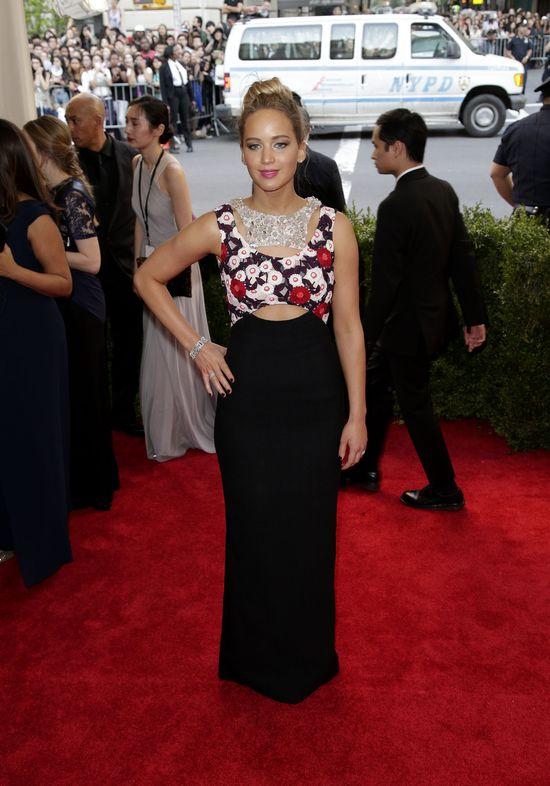 Co si� sta�o z Jennifer Lawrence na MET Gala?