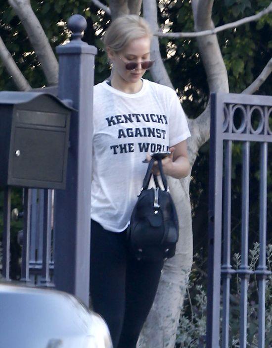 Jennifer Lawrence poza ścianką NIE wygląda jak gwiazda FOTO