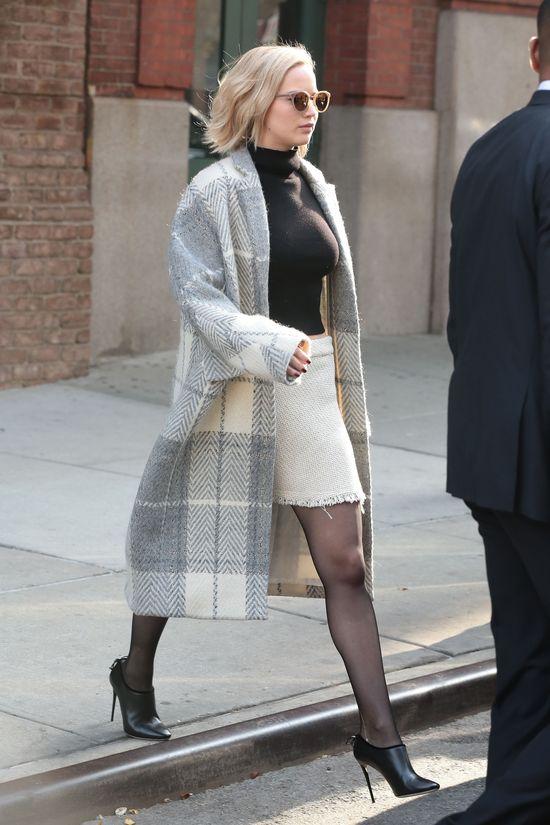 Jennifer Lawrence próbuje być damą (FOTO)