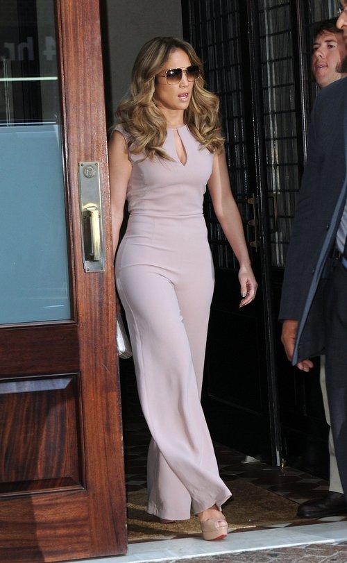 Seksowny kombinezon Jennifer Lopez (FOTO)
