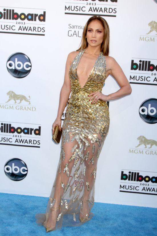 Co si� sta�o z biustem Jennifer Lopez? (FOTO)