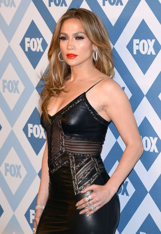 44-letnia Jennifer Lopez uwodzi z czerwonego dywanu (FOTO)