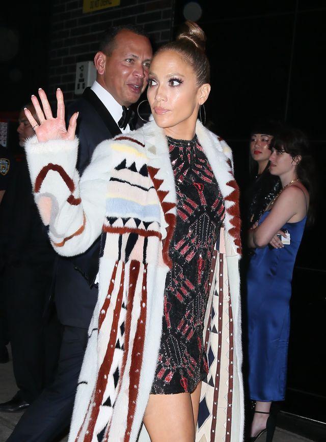 Jennifer Lopez pokazała OBŁĘDNY brzuch i wywołała lawinę komentarzy - co to za d
