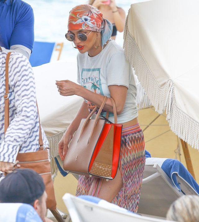 Jennifer Lopez na pla�y jak na imprezie (FOTO)