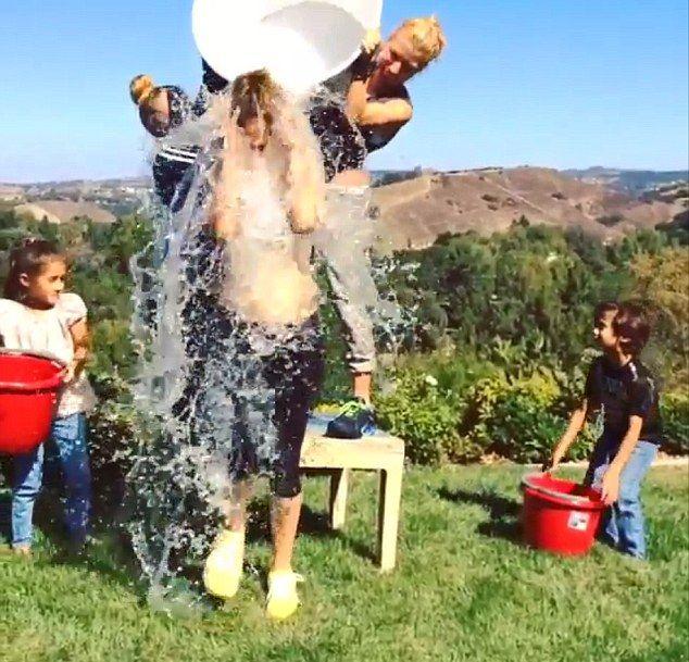 Jennifer Lopez w SPLASHU pomagały jej dzieci (VIDEO)