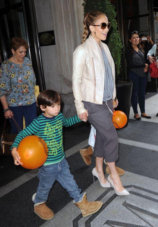 Jennifer Lopez ścięła długie włosy synka (FOTO)