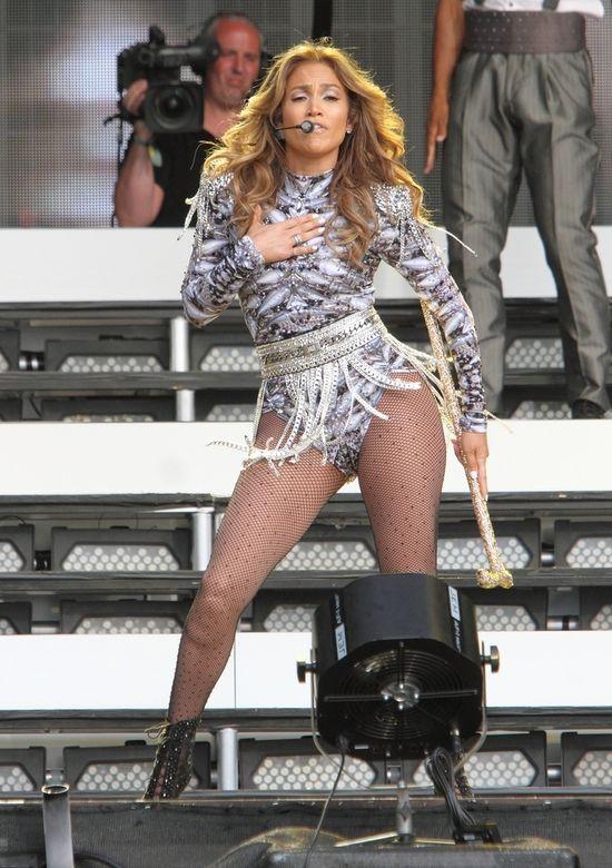 Jennifer Lopez nadal koncertuje skąpo odziana (FOTO)