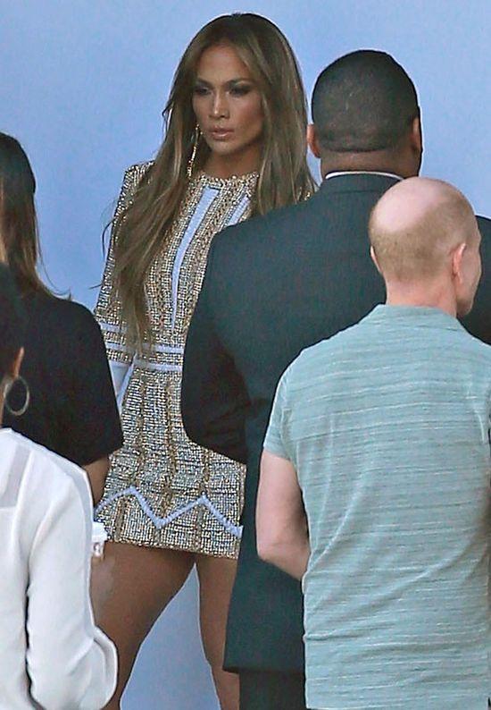Jennifer Lopez kr�tszej sp�dnicy ubra� nie mog�a (FOTO)