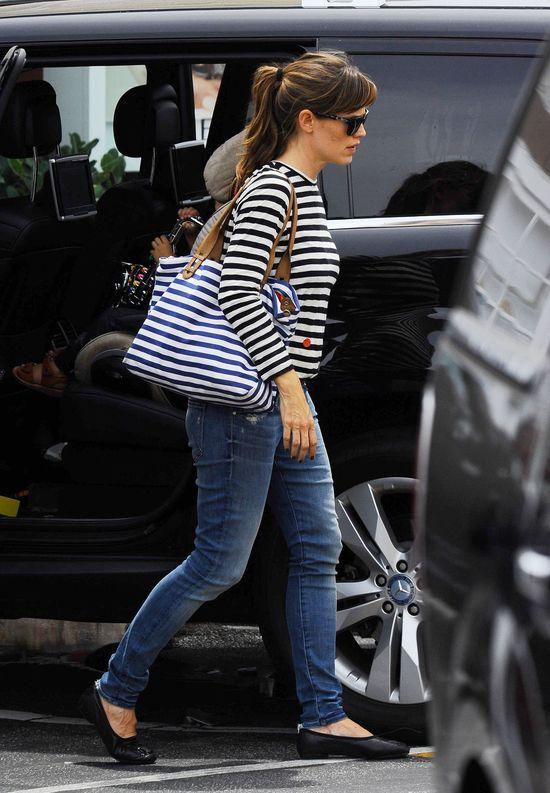 Coraz wyraźniejszy brzuszek u Jennifer Garner (FOTO)