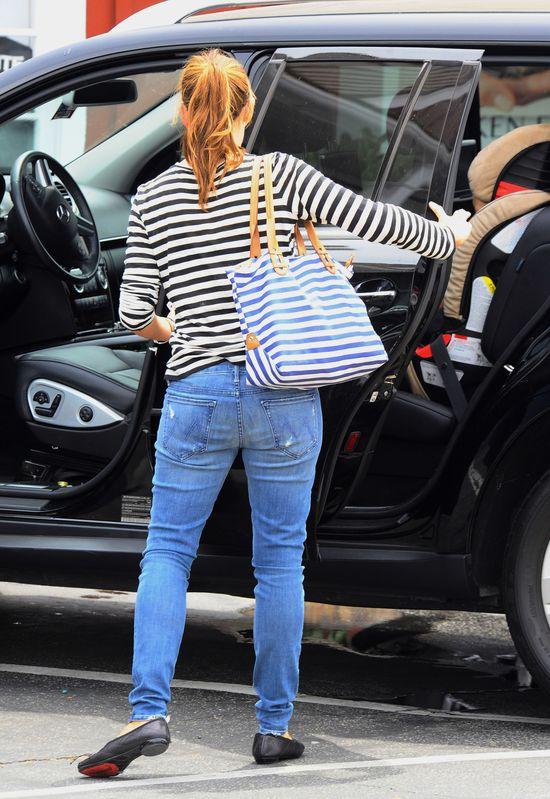 Coraz wyra�niejszy brzuszek u Jennifer Garner (FOTO)