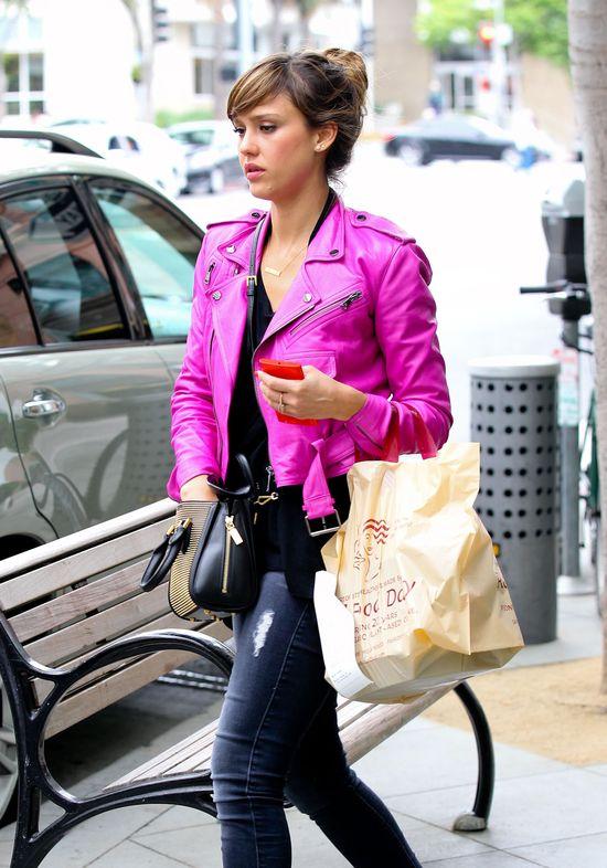 Jessica Alba w grzywce (FOTO