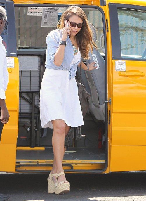 Jessica Alba w topornych koturnach (FOTO)