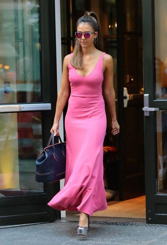 Brak stanika i takie buty są kompletnie NIE w jej stylu (FOTO)