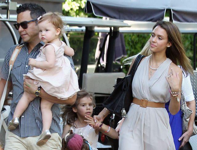 Jessica Alba i rodzinka w komplecie
