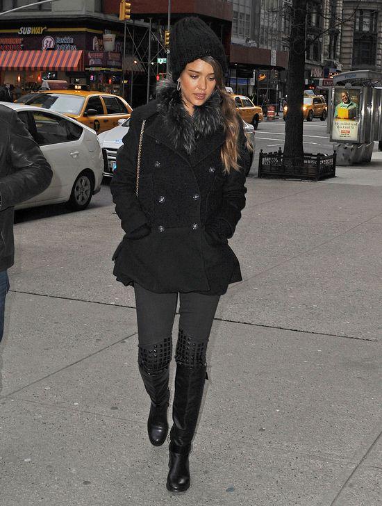Jessica Alba smutna w Nowym Jorku? (FOTO)