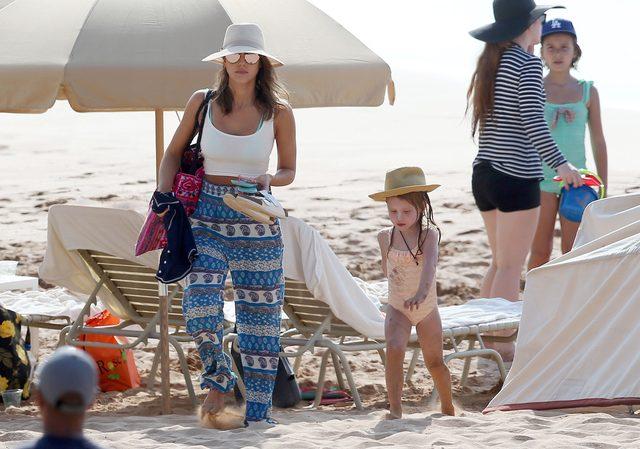 Jessica Alba z rodziną na Hawajach (FOTO)