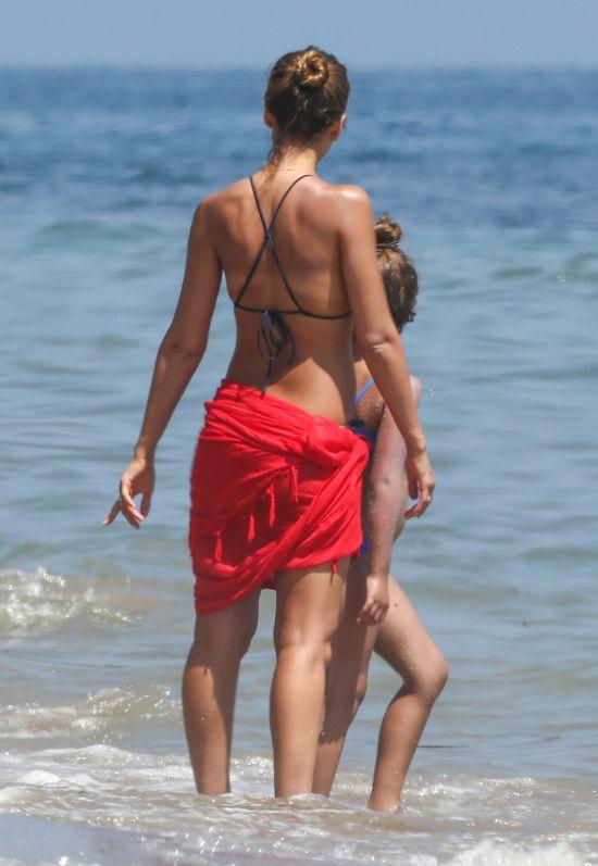 Jessica Alba przy�apana w bikini (FOTO)