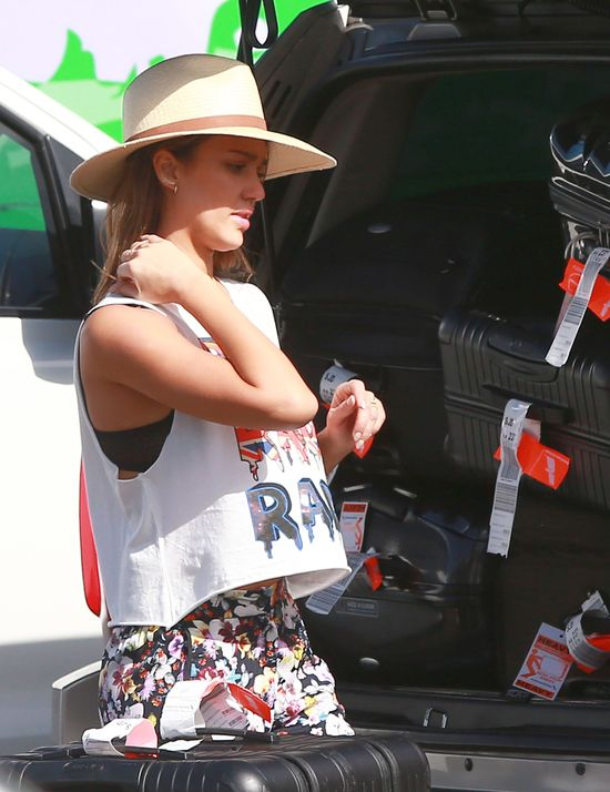 Jessica Alba modna nawet w podróży? (FOTO)