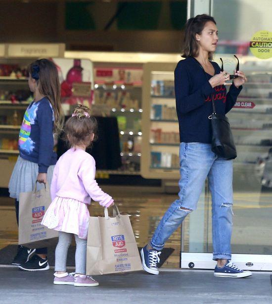 Córeczki Jessiki Alby to małe fashionistki (FOTO)