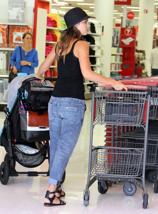 Jessica Alba ma ręce pełne roboty (FOTO)