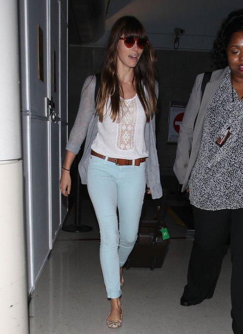 Jessica Biel na lotnisku (FOTO)
