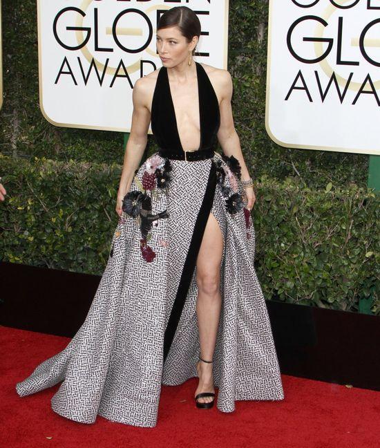 Jessica Biel królową Złotych Globów. Jej kreacja powala! (FOTO)