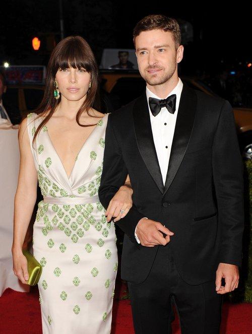 Biel i Timberlake sprzedali �lubne fotki za 300 tys. dolar�w
