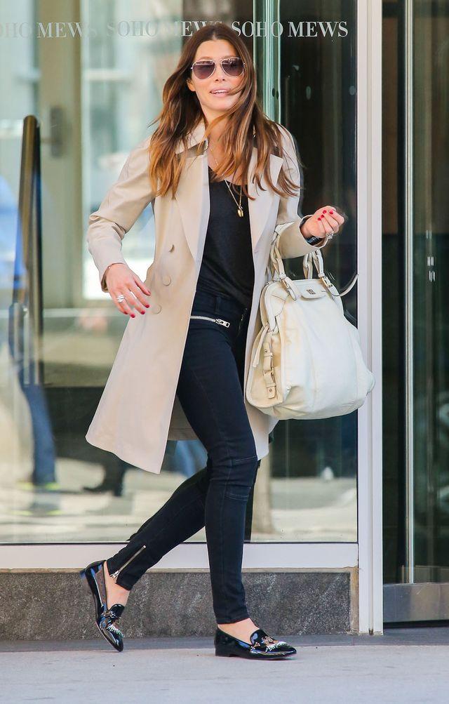 Jessica Biel z kubeczkiem espresso na ulicy (FOTO)