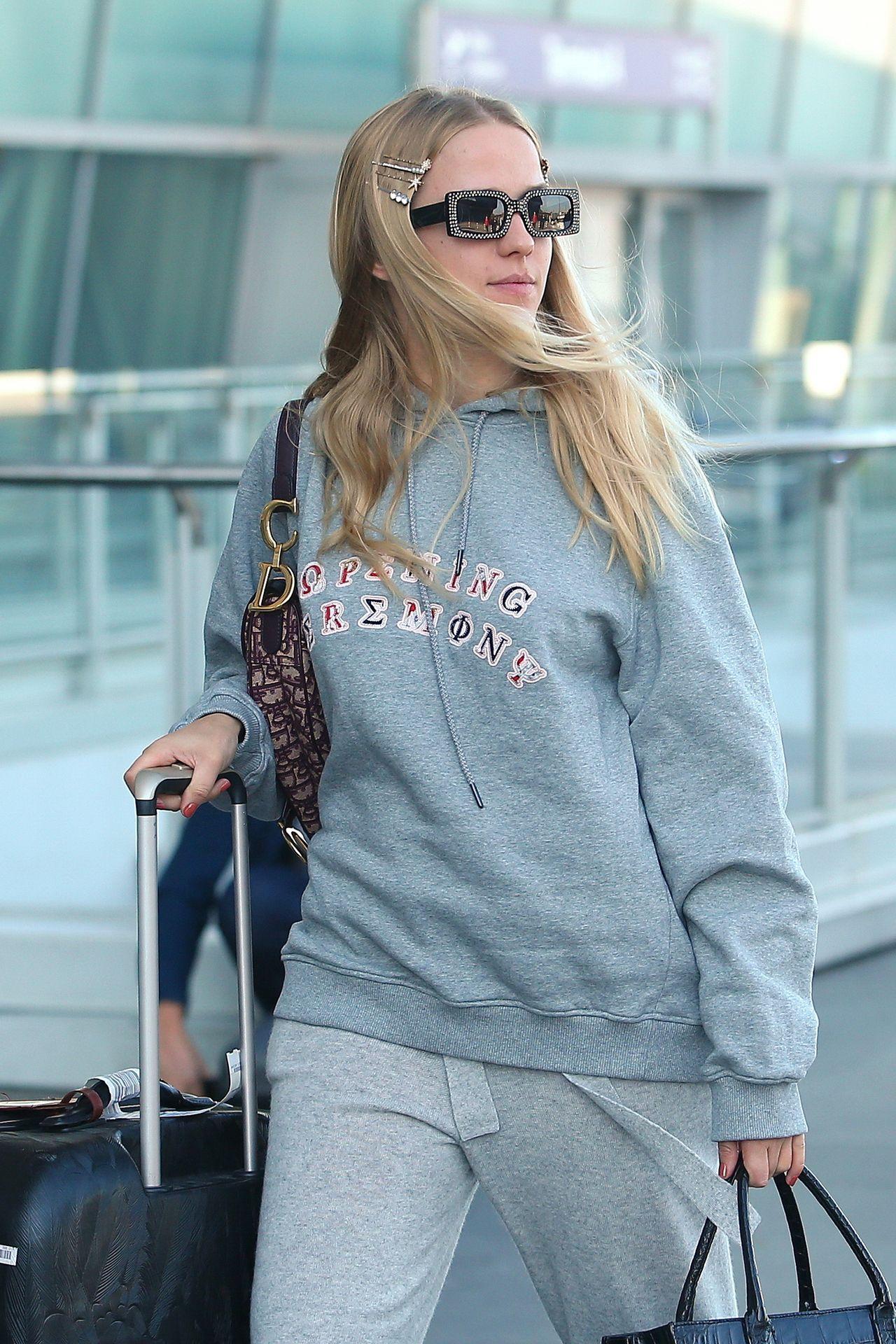 Jessica Mercedes w dresach (i torebką Diora) leci do NY na zaproszenie Jaya Z