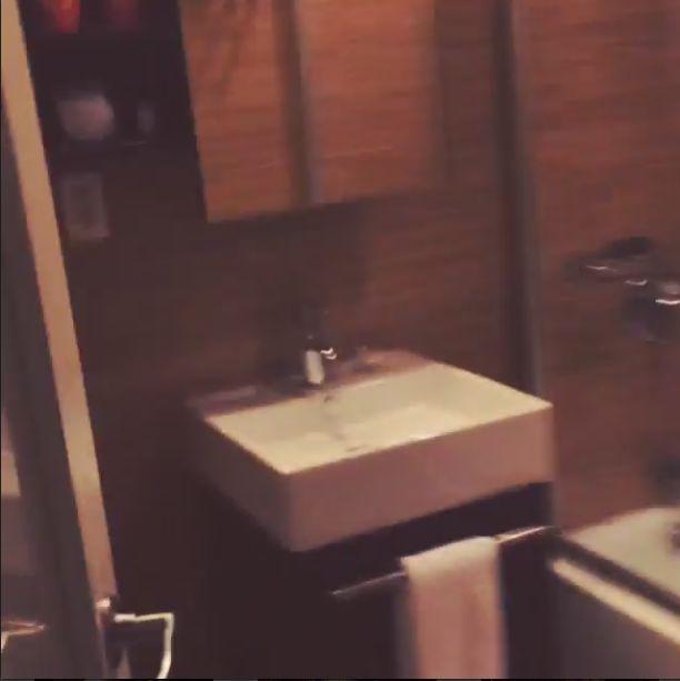 Jemerced chwali si� apartamentem w Empire Hotel (FOTO+VIDEO)