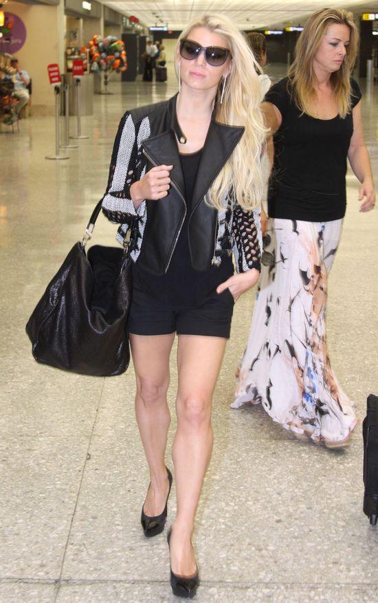 Jessica Simposon chwali się umięśnionymi nogami (FOTO)