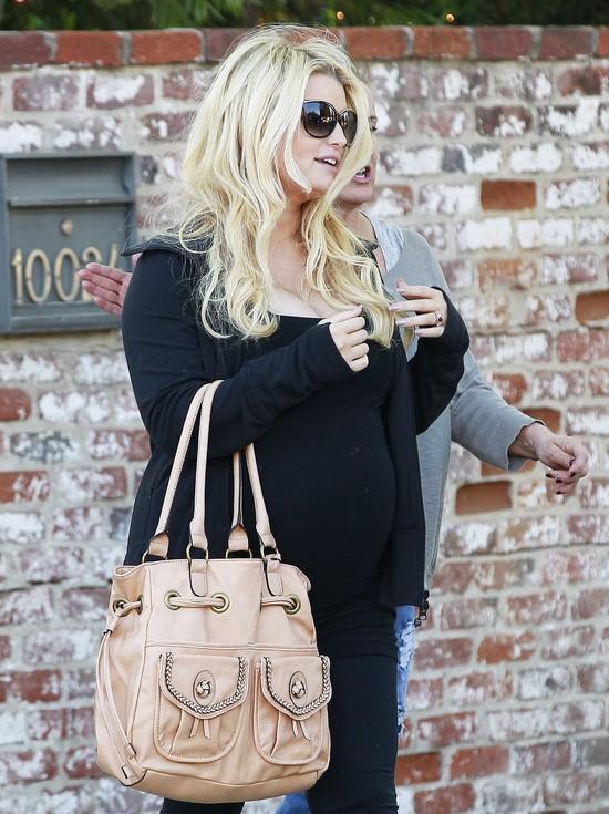 Jessica Simpson nie wygląda jakby zarabiała na modzie (FOTO)