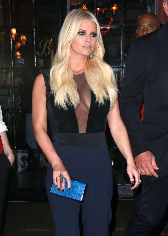 Jessica Simposon nie chce już swoich piersi
