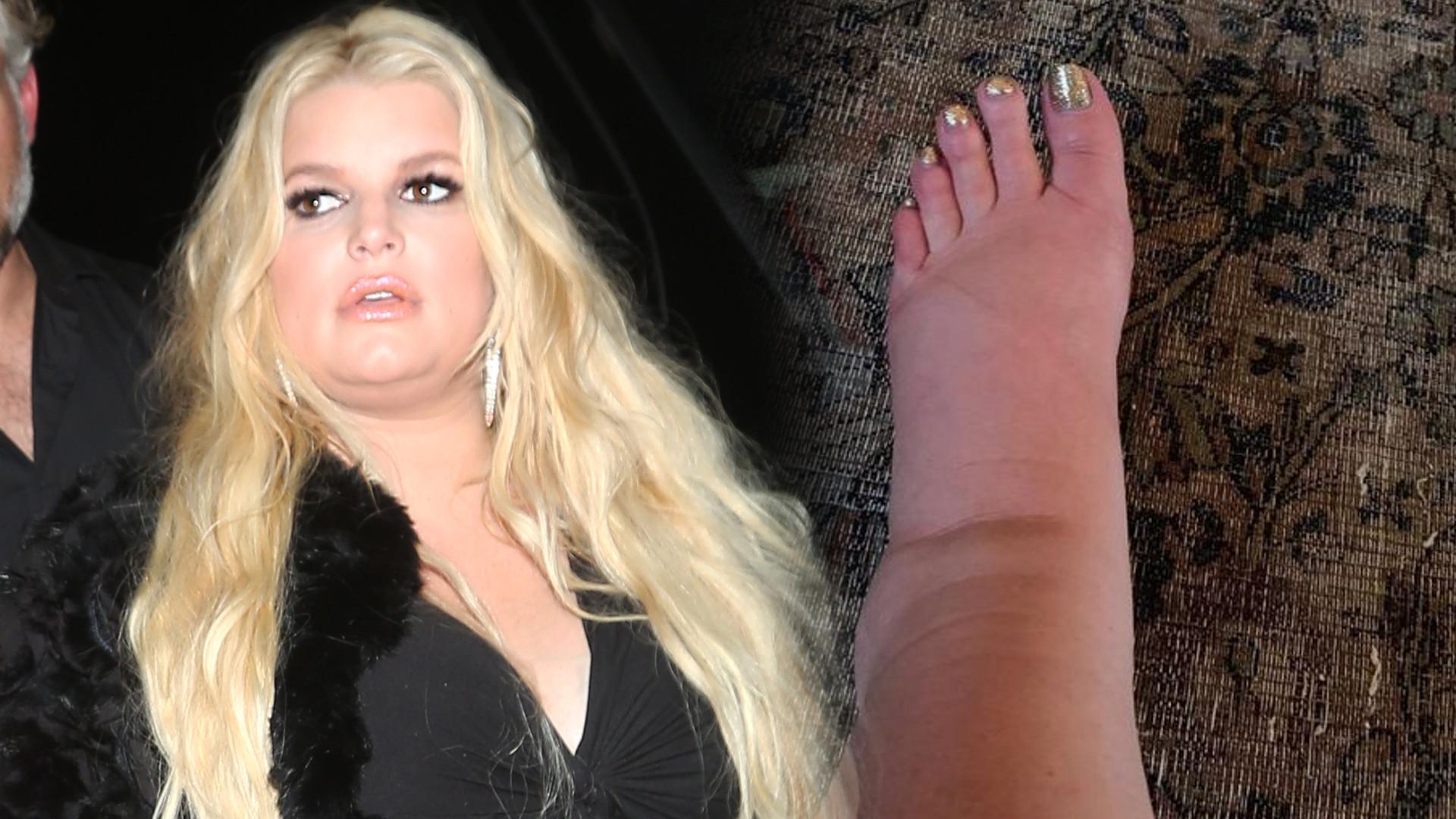 Jessica Simpson znalazła sposób na puchnące stopy