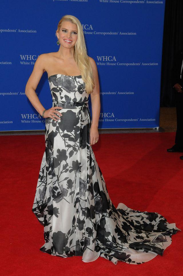 Jessica Simpson nie chce mie� tradycyjnej sukni �lubnej