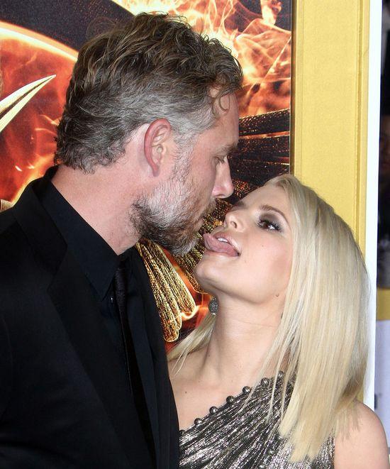 Jessica Simpson nie szczędziła mężowi czułości na ściance